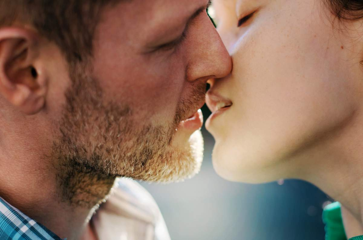 Passionate kiss: brief instructions for men