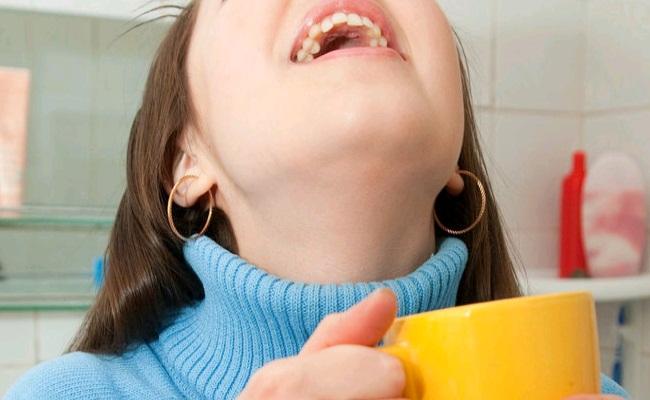 how to use salt mouthwash